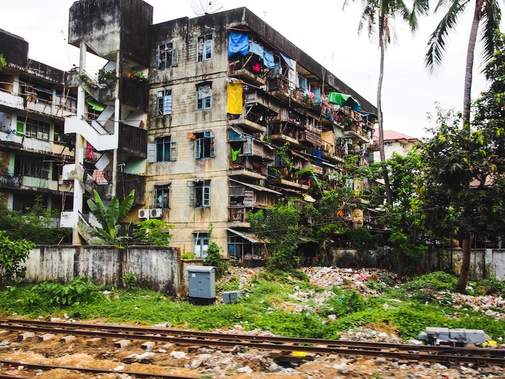 Heruntergekommenes Haus in Myanmar