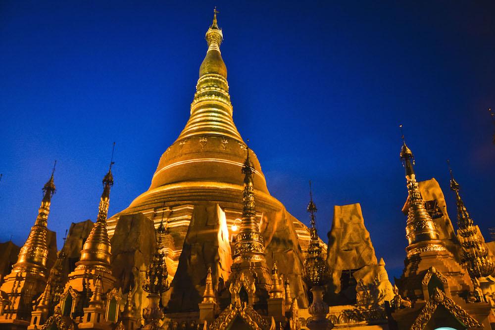 Shwedagon-Pagode-in-der-Nacht