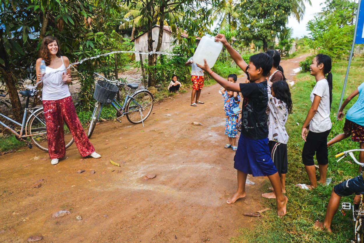 Kinder-Kambodscha-Wasserschlacht
