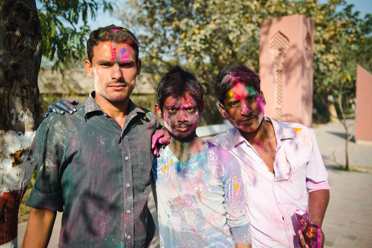 Männer-Farbe-Holi-Fest