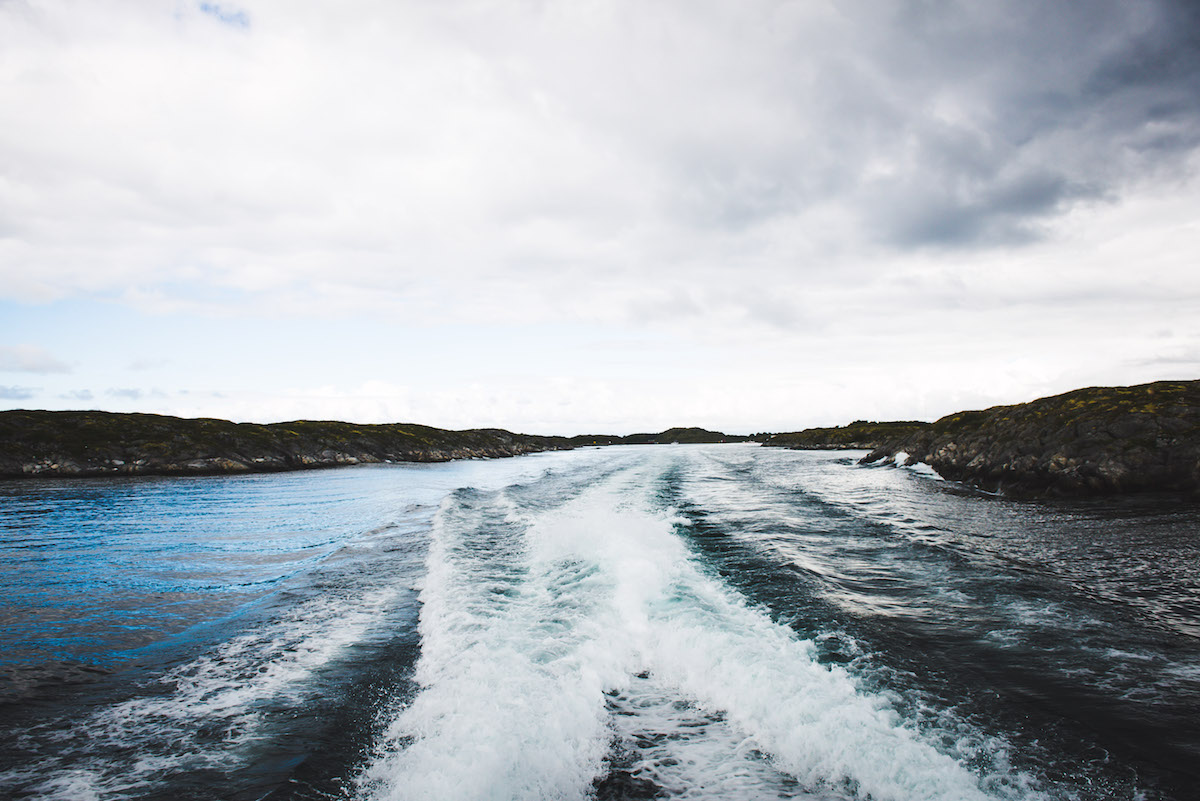 Wellen-Hurtigruten-Schiff
