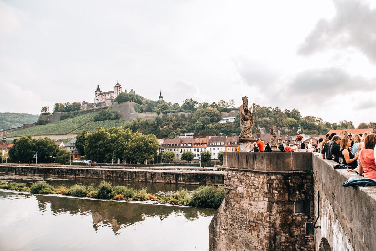 Würzburg Brückenschoppen Sommer
