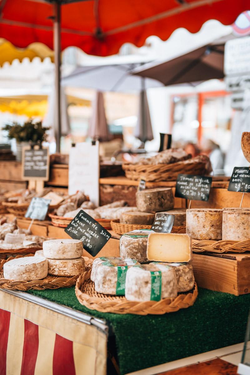 Isle sur la Sorgue weekly market