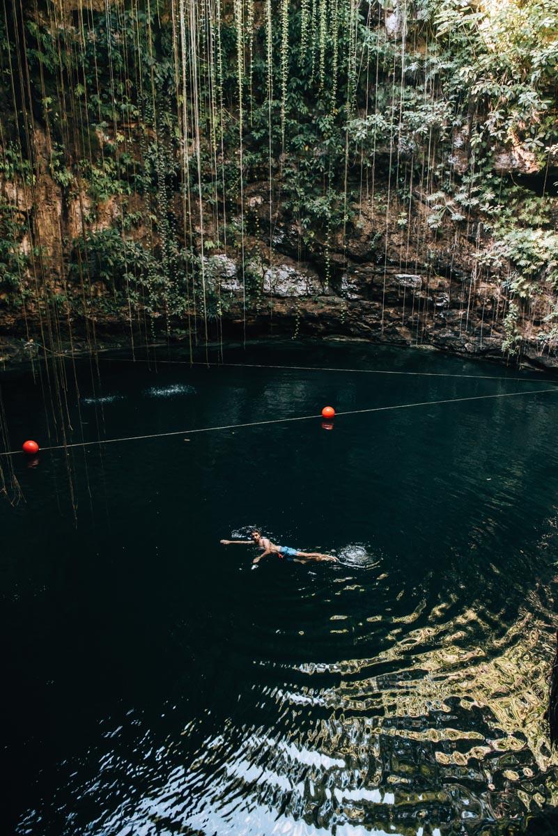 Cenote Ik Kil Schwimmen