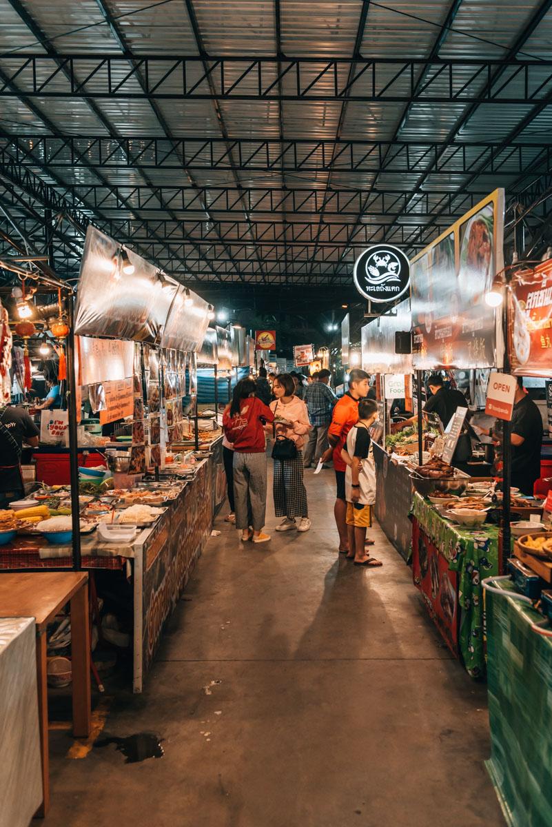 Kad Manee Night Market